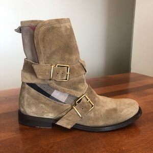 BURBERRY | Brown suede house check ankle boots
